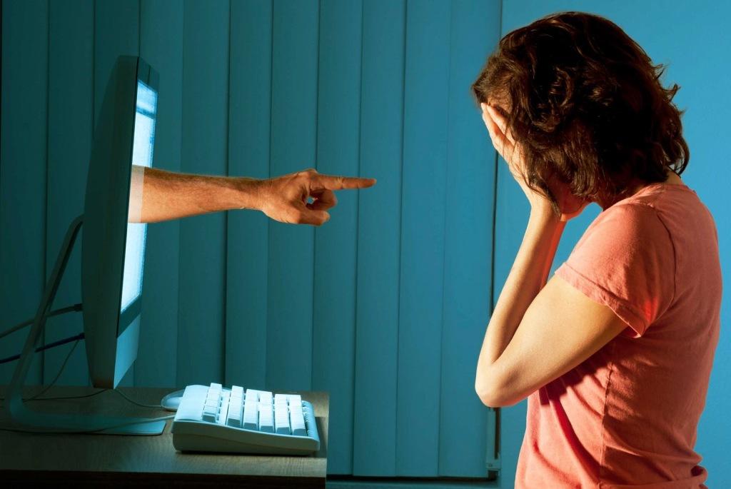 Minacce, misoginia e abusi su Twitter